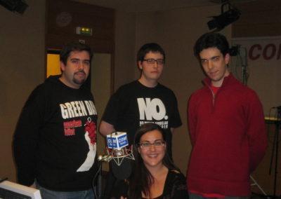 """El equipo de """"Toca'm el Joystick"""", sección humorística de La Malla Ràdio en COM Ràdio."""